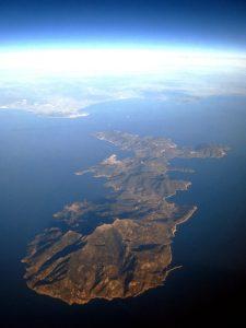 L'isola d'Elba fotografata dall'aereo (foto di Mjobling via Wikimedia Commons)
