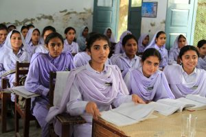 Ragazze a scuola in Pakistan (foto di Vicki Francis/UK Department for International Development)