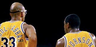 Kareem Abdul-Jabbar, il miglior marcatore della storia NBA, insieme a Magic Johnson
