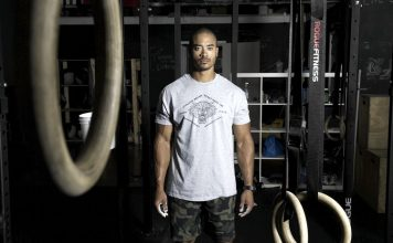 Un atleta pronto per la sessione di CrossFit