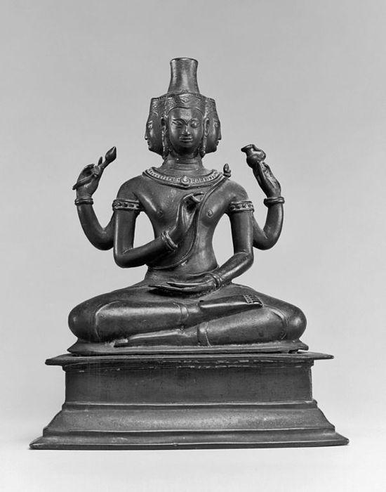 Brahma seduto, in una statuetta del XV secolo oggi conservata negli USA, a Baltimora, presso il Walters Art Museum