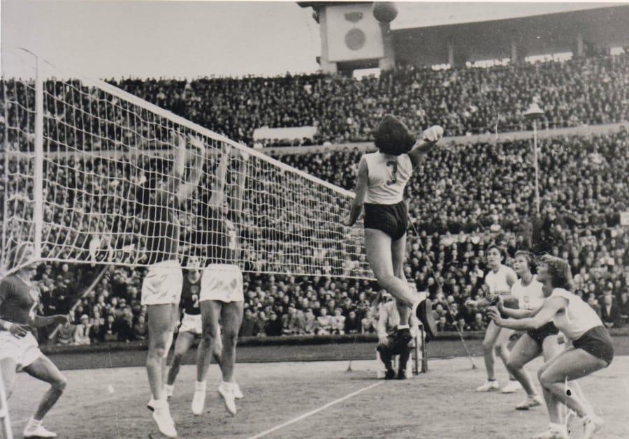 Una partita di pallavolo alle Olimpiadi del 1952