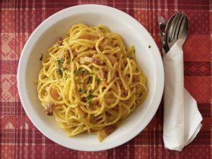 Tra le ricette di primi piatti più celebri, un posto d'onore spetta agli spaghetti alla carbonara