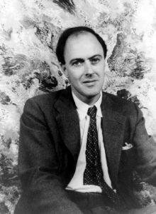 Roald Dahl in una celebre foto di Carl Van Vechten