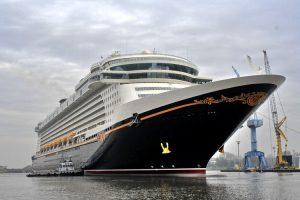Una delle navi da crociera Disney, una delle migliori mete per viaggi di nozze con bambini