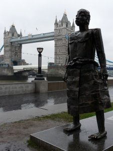 """La scultura """"Primo uomo"""" di Sokari Douglas Camp a Londra (foto di Loz Pycock via Flickr)"""