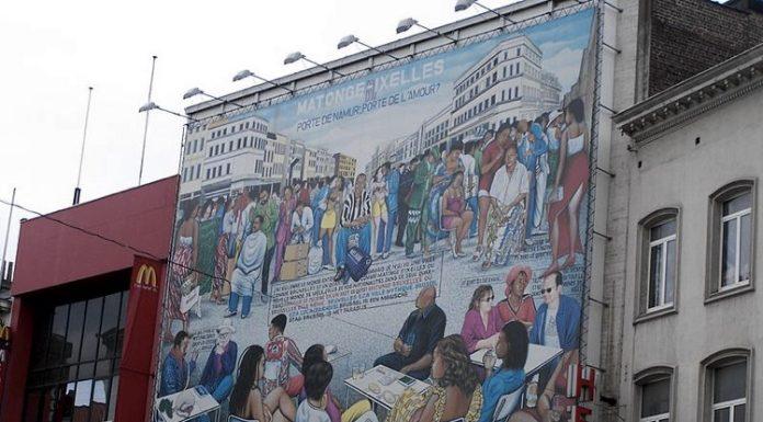 """Il dipinto di Chéri Samba, uno dei maggiori pittori africani, dal titolo """"Porte de Namur, porte de l'amour?"""" (foto di Finne Boonen via Wikimedia Commons)"""