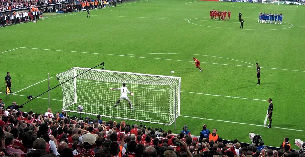 Il rigore di Philipp Lahm nella finale di Champions League del 2012 (foto di Markus Unger via Flickr)
