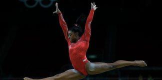Simone Biles alle Olimpiadi del 2016 (foto di Fernando Frazão/Agência Brasil)