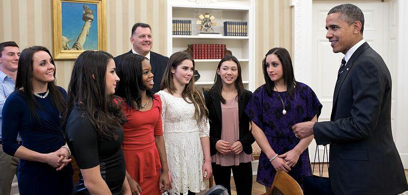 Le ragazze della squadra olimpica del 2012 in udienza dal presidente Barack Obama. Le atlete, da sinistra a destra, sono Aly Raisman, Gabby Douglas, McKayla Maroney, Kyla Ross e Jordyn Wieber