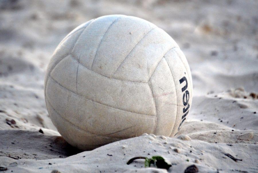 Pallone a terra, sulla sabbia