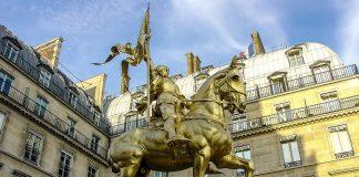 La celebre statua di Giovanna d'Arco a Parigi