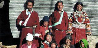 Una storica famiglia poliandrica in Nepal (foto di Thomas Kelly)