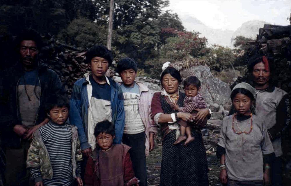 Un'altra famiglia in cui più mariti condividono una sola moglie