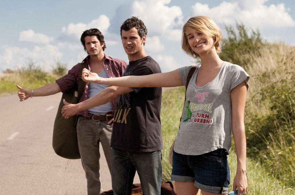 Voir la mer è un film francese in cui due fratelli si innamorano della stessa ragazza e danno vita a un ménage à trois