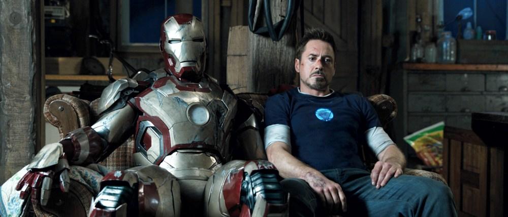 Robert Downey Jr. con l'armatura di Iron Man, diventato grazie a lui uno dei più amati supereroi Marvel