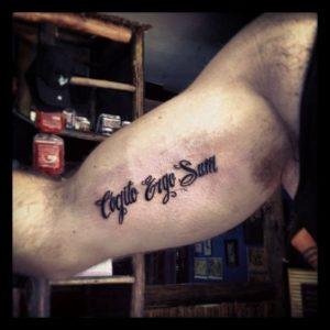 Il Cogito ergo sum di Cartesio diventa tatuaggio (via Pinterest)