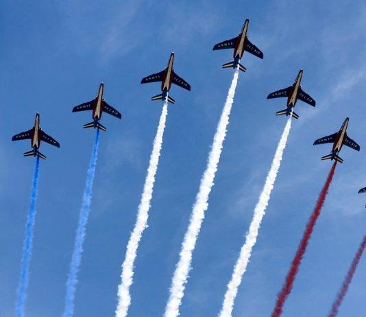 Alla scoperta dei cognomi francesi più diffusi, accompagnati dalle frecce tricolore di Francia