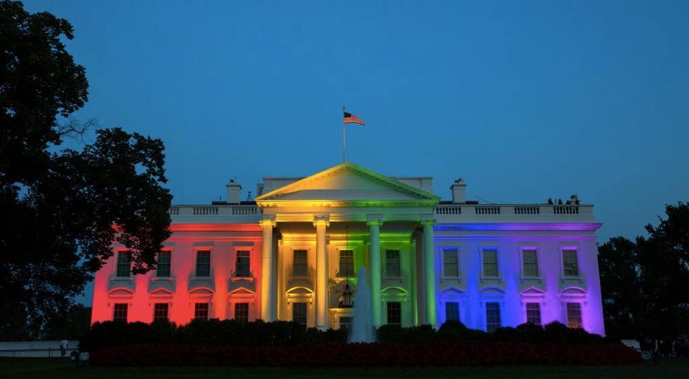 La Casa Bianca illuminata coi colori dell'arcobaleno per festeggiare la decisione della Corte Suprema sui matrimoni omosessuali