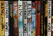 Vari libri di Stephen King (foto di John Robinson via Flickr)