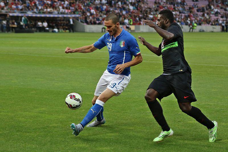 Leonardo Bonucci nel 2015 contro il Portogallo (foto di Clément Bucco-Lechat via Wikimedia Commons)