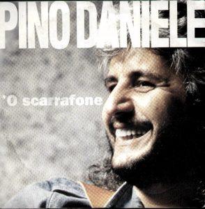 'O scarrafone, brano di Pino Daniele giocato sul popolare modo di dire Ogne scarrafone è bell' a mamma soja
