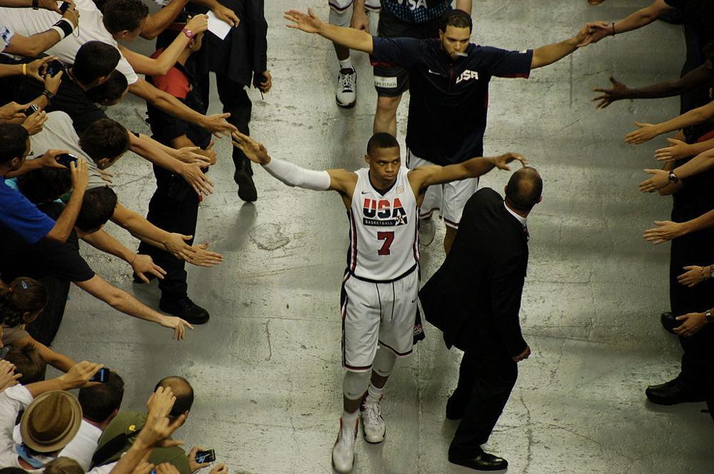 Russell Westbrook con la maglia della nazionale americana (foto di ctsnow via Flickr)