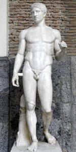 Il Doriforo conservato a Napoli, copia di un'opera di Policleto (foto di Marie-Lan Nguyen via Wikimedia Commons)