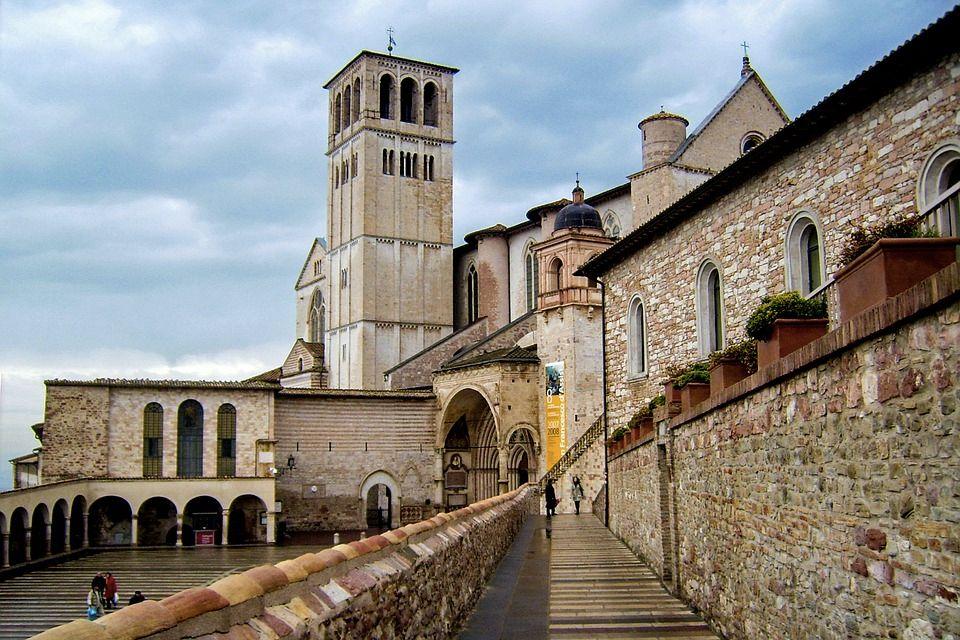 Un'altra visuale della Basilica di San Francesco ad Assisi