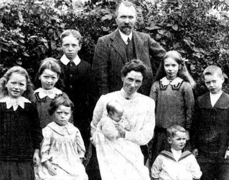 Christian Nestell Bovee con la sua famiglia
