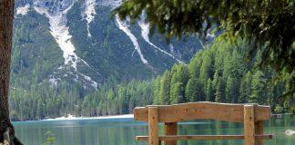 Le migliori frasi sulla natura, lasciandosi ispirare dal Lago di Braies in Alto Adige