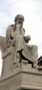 Statua di Socrate ad Atene (foto di Dimsfikas via Wikimedia Commons)