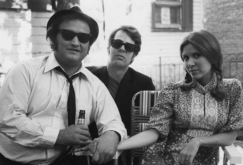 Carrie Fisher sul set di Blues Brothers, con John Belushi e Dan Aykroyd