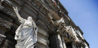 La statua di Cicerone davanti al Palazzo di Giustizia di Roma ci introduce alle declinazioni latine (foto Mstyslav Chernov via Wikimedia Commons)