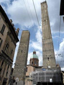 Cosa vedere in Emilia-Romagna? Sicuramente le torri di Bologna