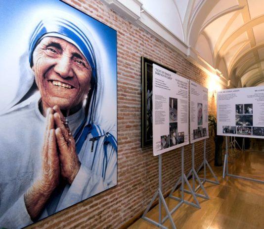 Alla scoperta delle più belle frasi di Madre Teresa di Calcutta (foto di una mostra tenuta nella Diocesi di Valladolid)