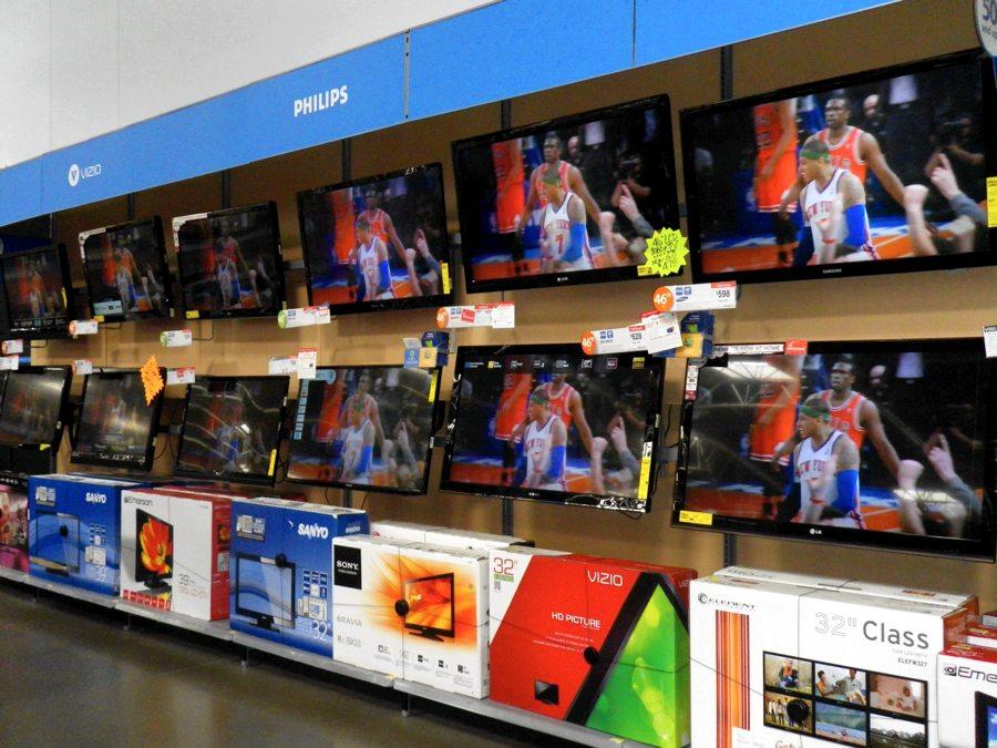 Televisori in vendita in un Walmart in Florida (foto di Rusty Clark via Flickr)
