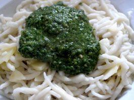 Un bel piatto di trofie al pesto (foto di lucadea via Flickr)