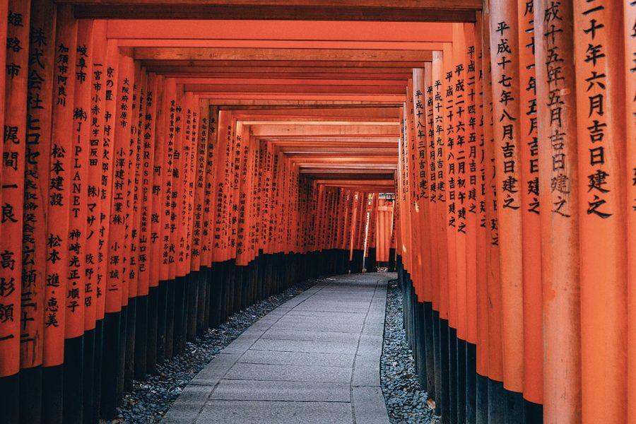 Il santuario Fushimi Inari di Kyoto, uno dei più famosi centri scintoisti in Giappone