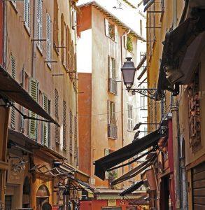 Uno scorcio della città vecchia a Nizza