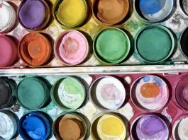 I colori per dipingere e le frasi sull'arte