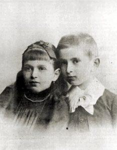 Ida Bauer (ovvero Dora) da bambina con il fratello Otto