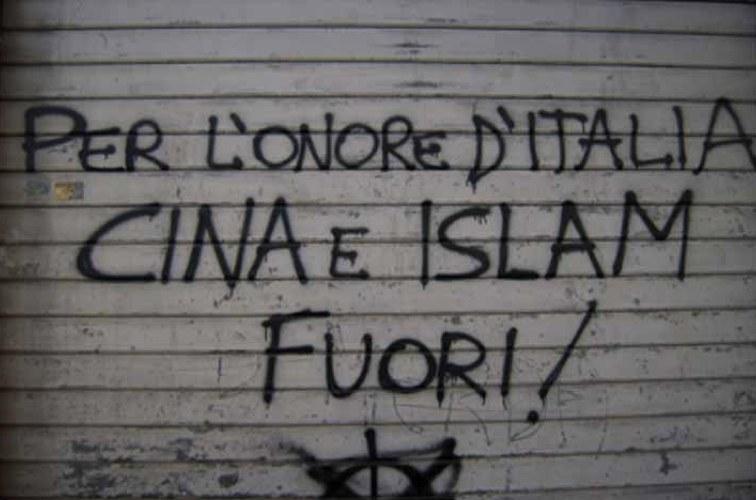 Un graffito razzista fotografato nel 2018 da Silvs98 (via Wikimedia Commons)