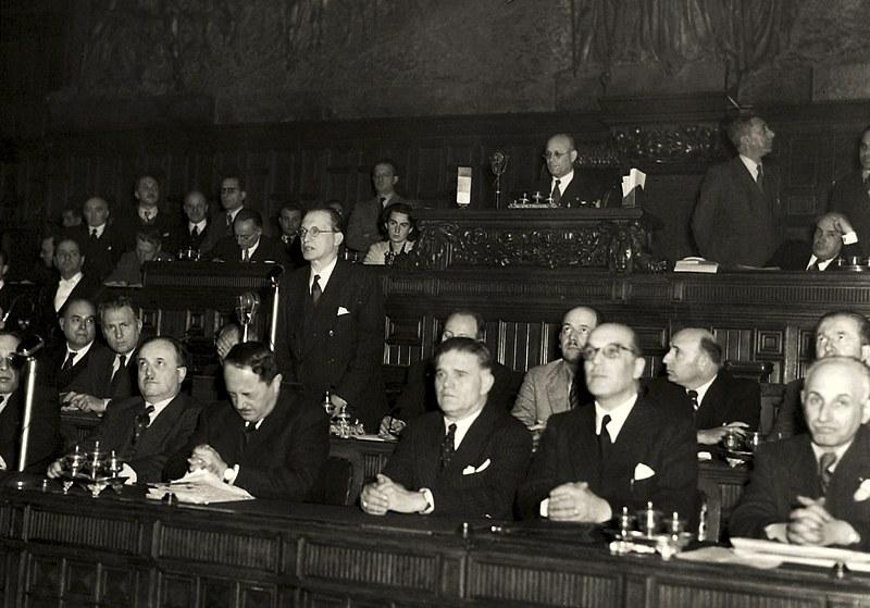 Alcide De Gasperi parla all'Assemblea Costituente nel 1946