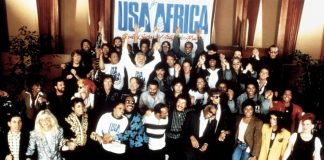 I tanti cantanti coinvolti in USA for Africa per la registrazione di We Are the World, una delle canzoni anni '80 straniere più famose