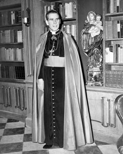 Il vescovo Sheen in una foto del 1952