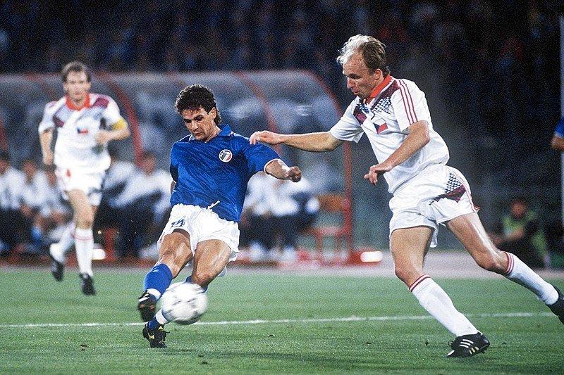 Il gol di Roberto Baggio alla Cecoslovacchia a Italia '90