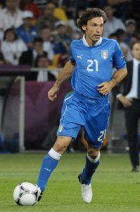 Andrea Pirlo in azzurro (foto di Илья Хохлов via Wikimedia Commons)