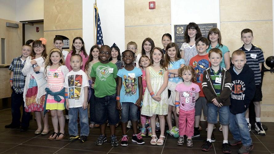 Un gruppo di ragazzi delle scuole di Cleveland, in Ohio, che ci accompagnano alla scoperta dei cognomi americani