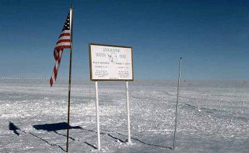 Il Polo Sud geografico (foto di Kuno Lechner via Wikimedia Commons)
